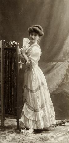 vrouw met mooie jurk